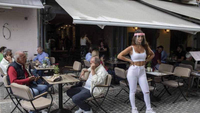 Yunanistan'da kafe ve restoranlar açıldı, kısıtlama 23.00'te başlayacak