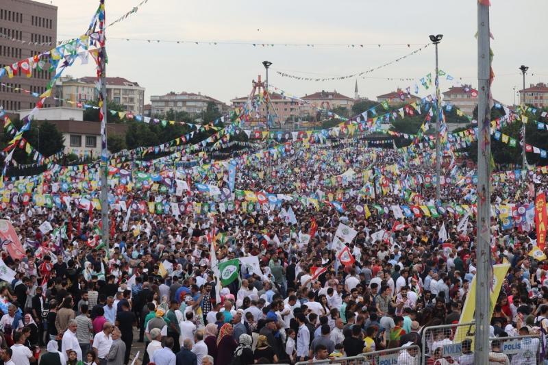 Yüz binlerce kişi HDP'nin Bakırköy mitinginde buluştu: 'Tamam, Ey dikatör, o sarayı başına yıkacağız!