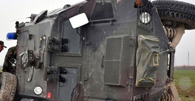 Zırhlı polis aracı devrildi: Yaralılar var