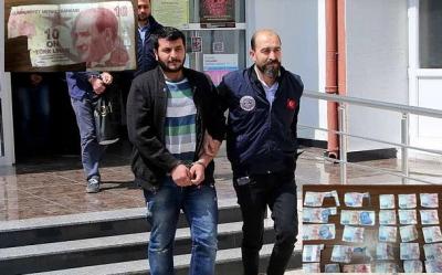 10 liraları kesip ATM'ye 200 lira gibi gösteren kişiler: Enflasyonu düşürecektik bırakmadınız!