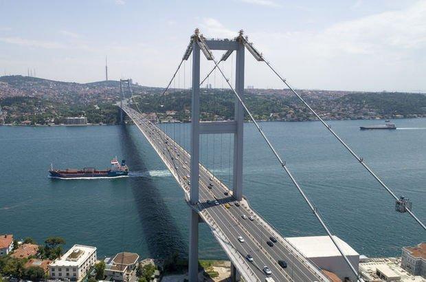 15 Temmuz Şehitler Köprüsü üzerinde polis aracında yangın