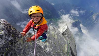 3 yaşındaki çocuk 3308 metre yükseklikteki Piz Badile dağına ulaştı