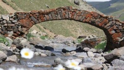300 yıllık tarihi köprüyü çaldılar
