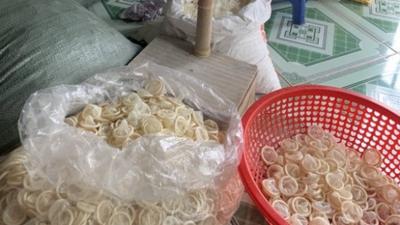 324 bin kullanılmış prezervatifi yeniden satacakken yakalandılar