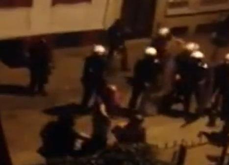 Polis eve taş attı!
