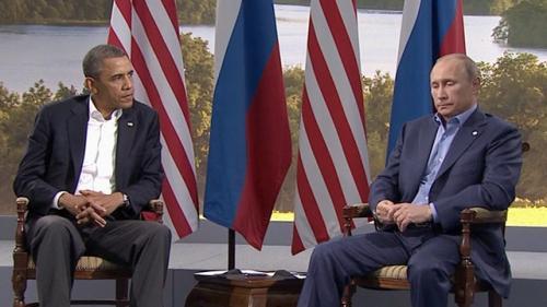 Obama: Putin boğulmak üzere olsa...
