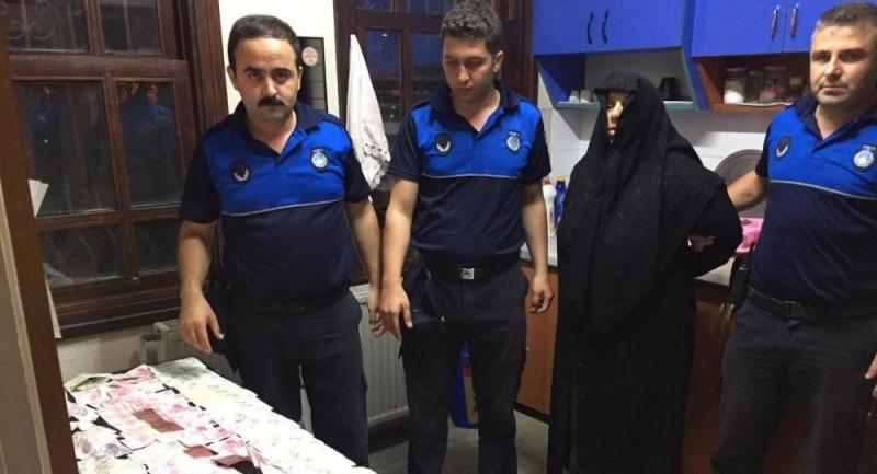 6 çocuğuyla dilencilik yapan kadının üzerinden 18 bin lira çıktı