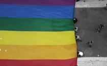 8 yaşındaki çocuk lezbiyenlikten tutuklandı!