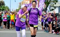 92 yaşındaki kadın maraton rekoru kırdı!