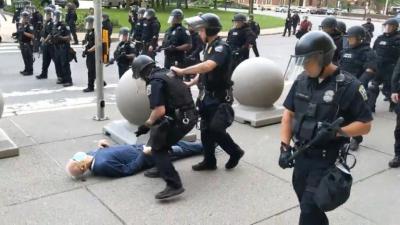ABD'de polis 75 yaşındaki bir kişiyi yaraladı