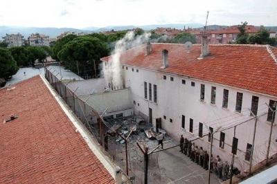 Adana'da çocuk koğuşunda yangın: 3'ü ağır 11 yaralı