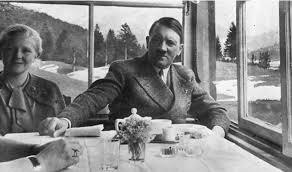 Adolf Hitler'in çatal bıçak takımı satıldı