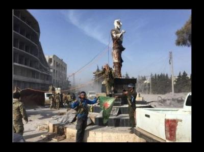 Afrin'e giren ÖSO  Demirci Kawa'nın heykelini yıktı