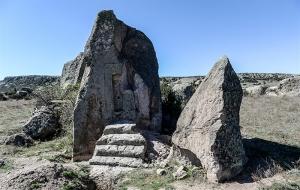 Afyon'da Frig anıtları teker teker yok ediliyor!