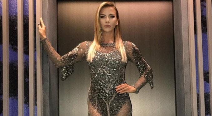Ahmet Kaya'nın abisi Kum Gibi'yi söyleyen Ivana Sert'e destek oldu
