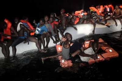Akdeniz'de 100 mülteciyi taşıyan tekne alabora oldu