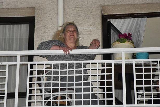 AKP aracına saksı atan anne-oğula hapis cezası