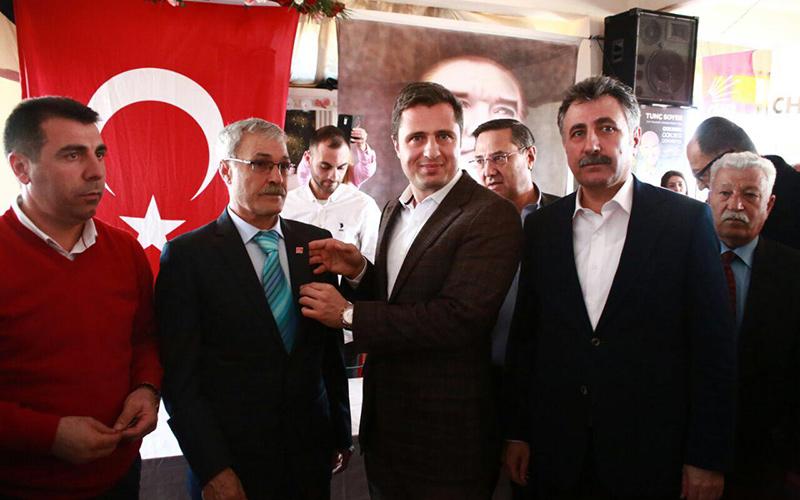AKP'den istifa eden 800 kişi CHP'ye geçti