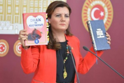 AKP'li belediyenin kitabı: Kadın dövülebilir, çocuklar 10-12 yaşlarında bile evlendirilebilir
