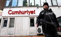 AKP'li yazar: Cumhuriyet 'FETÖ'cü değil, hasımlara malzeme verdik!