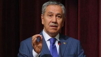 AKP'li yazardan Bülent Arınç'a : Defterini dürmesini biliriz, şansını zorlama