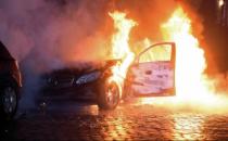 Almanya'da lüks araçlar ateşe verildi!