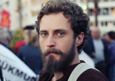 Anıl Deveci Facebook paylaşımları gerekçe gösterilerek gözaltına alındı