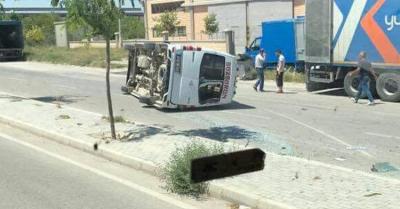 Ankara-İstanbul yolunda yolcu minibüsü devrildi: Çok sayıda yaralı var!