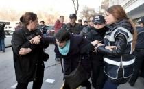 Ankara'da 'kadına şiddet' eyleminde polis kadınları copladı, yerde sürükledi