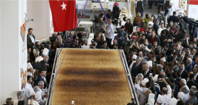 Ankara'da yapılan dünyanın en büyük baklavası Guinness Rekorlar Kitabı'na girdi
