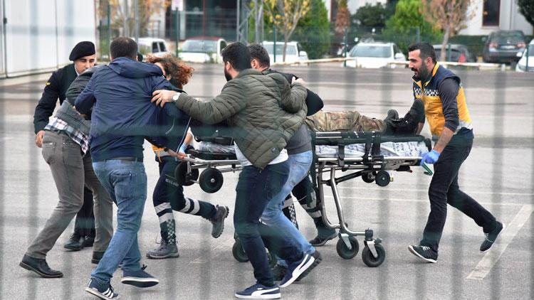 Antalya'da 2 askeri yaralayan şahıs öldürüldü