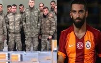 Arda Turan sınırda görev yapan askerlere ısıtıcı gönderdi