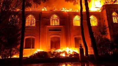 Art arda deprem olan Denizli'de tarihi okulda yangın