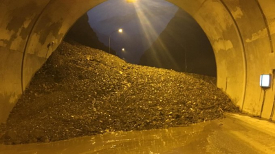 Artvin - Erzurum yolunda heyelan:1 kişi hayatını kaybetti