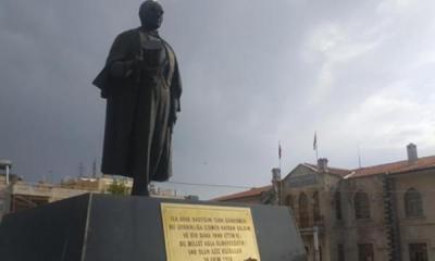 Atatürk heykeline saldırı