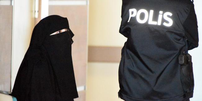 'Atatürk ilah değildir' diyen kadın tutuklandı