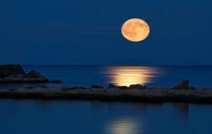 Ay, Dünya'dan gittikçe uzaklaşıyor!