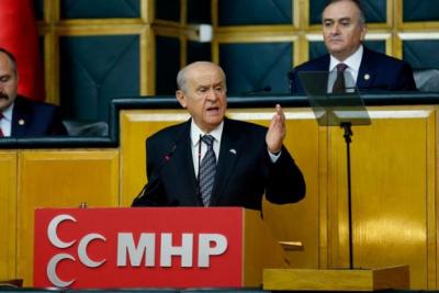 Bahçeli:Putin'in Sayın Erdoğan'a sarılırken arkada Esad'ı kucaklaması çelişkidir