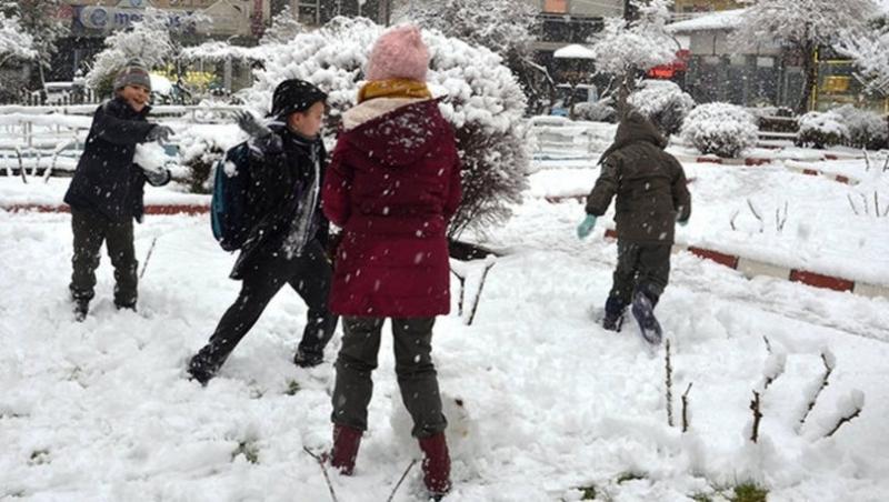 Balıkesir'de bazı ilçelerde eğitime kar engeli