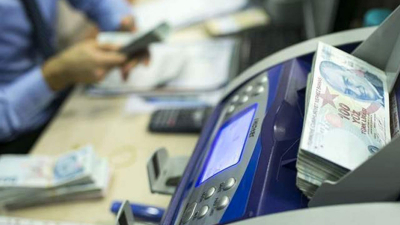 Bankaların resmi tebliğ olmadan EFT ücretine zam yapması tartışma yarattı