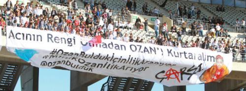 Beşiktaş taraftarından anlamlı pankart!