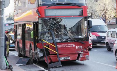 Beşiktaş'ta İETT otobüsü kaza yaptı: 1 ölü, 1 yaralı