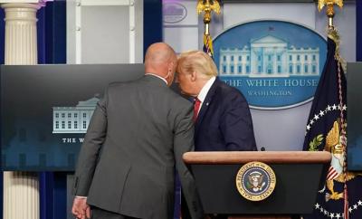 Beyaz Saray'da silahlı saldırı, Trump salondan çıkarıldı