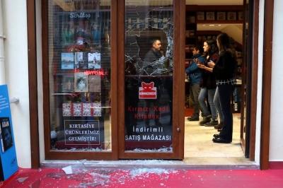 Beyoğlu'ndaki Kırmızı Kedi Yayınevi'ne saldırı: Sabahattin Önkibar akıllı olsun