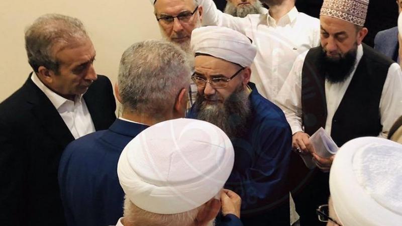 Binali Yıldırım cemaat ziyaretinde Cübbeli Ahmet ile yanyana geldi