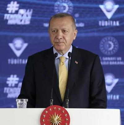 'Birileri fildişi kulelerde ahkam keserken biz güçlü Türkiye hedefimize yürüyoruz'