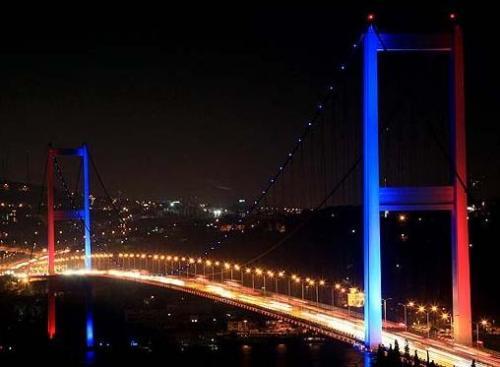 Boğaziçi Köprüsü yarın pembeye bürünecek!