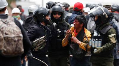 Bolivya'daki darbe sonrası polis evlere saldırmaya başladı