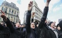 Brüksel'de Nazi selamı veren kalabalığa müdahale!