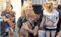 Burcu Esmersoy, Avcılar'da bir köpeğin bakımını üstlendi!